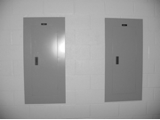 An example of good, wall-mounted recessed electrical installation.